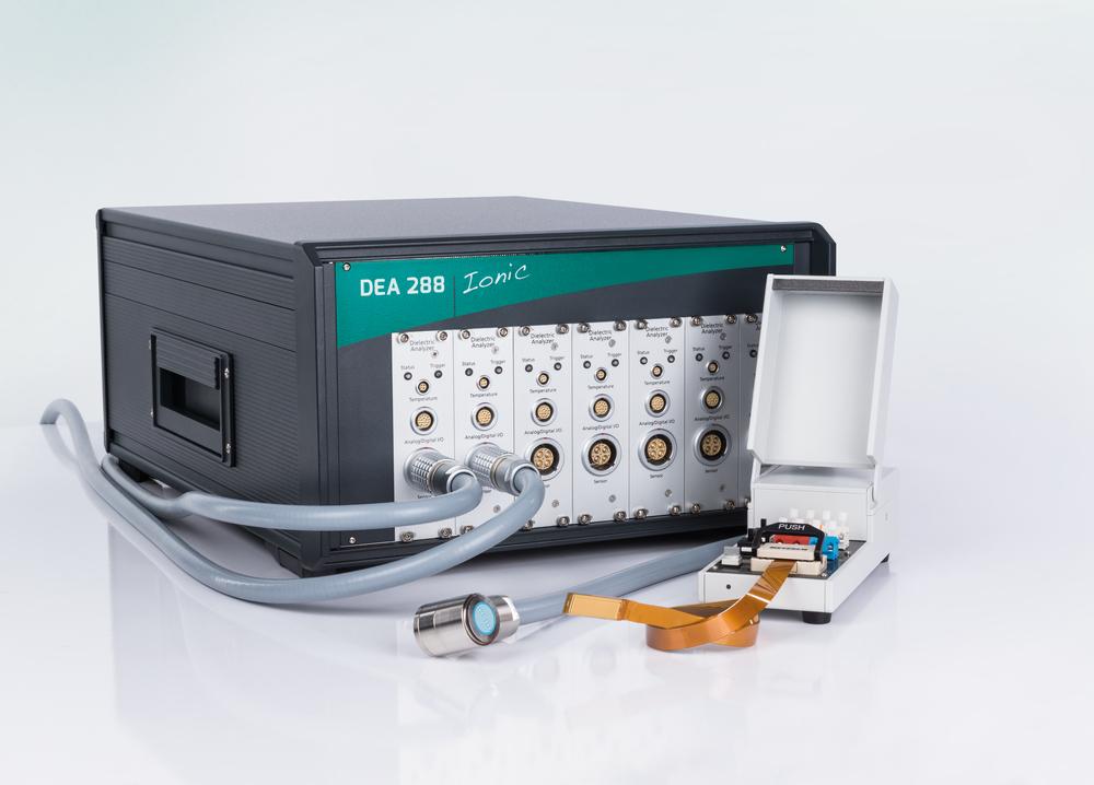 Een complete diëlektrische analyzer bestaat uit de DEA elektronica en een sensor.